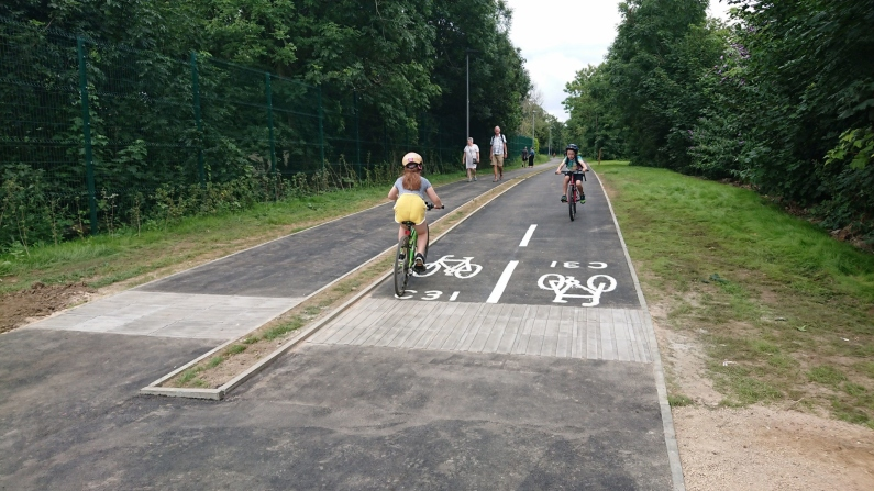Walking/cycle path through park between Kingston and Merton (Sustrans initiative)